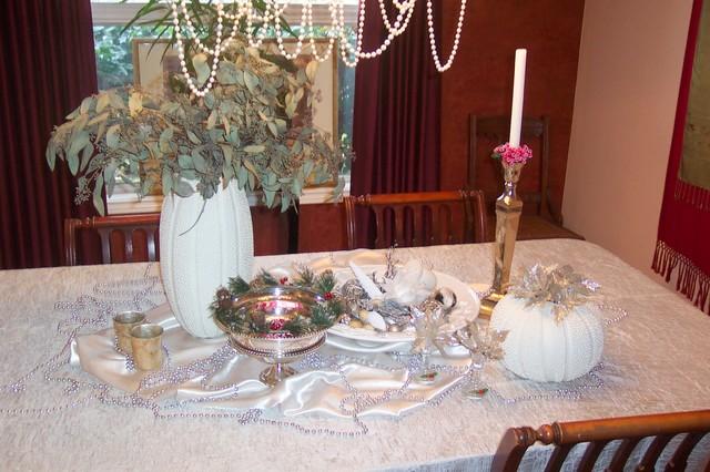 Christmas table decor traditional-dining-room
