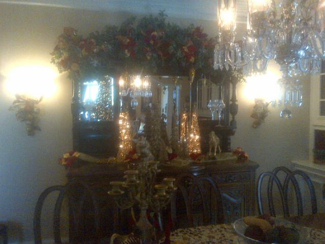 christmas traditiona; traditional-dining-room