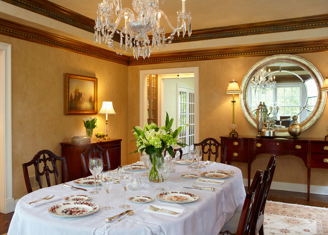 Classic colonial traditional-dining-room