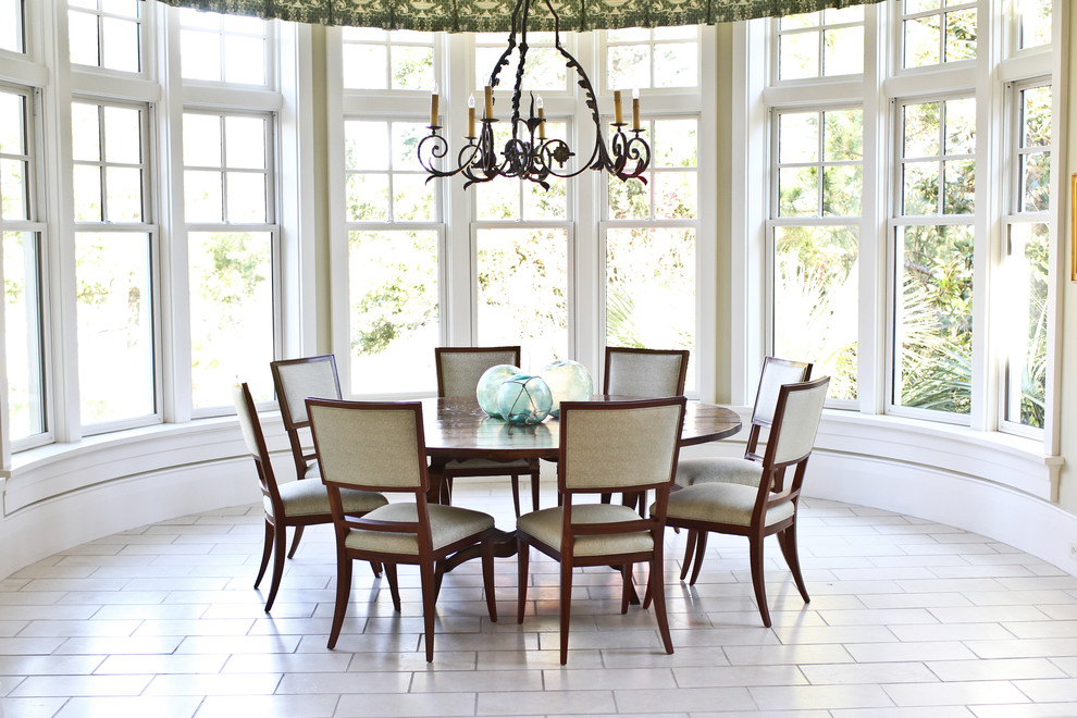 Dining room - eclectic dining room idea in Charleston