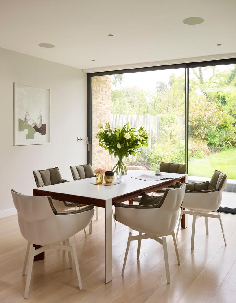 Immagine di una sala da pranzo moderna