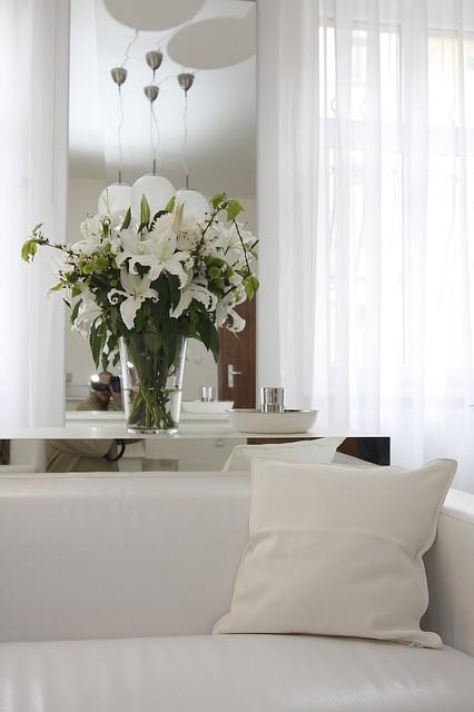 Contemporary Studio contemporary-dining-room