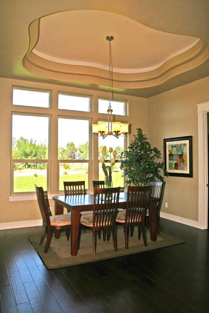 Corrente Bello Custom Home traditional-dining-room