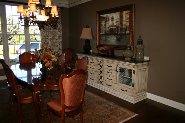 Custom built ins traditional-dining-room