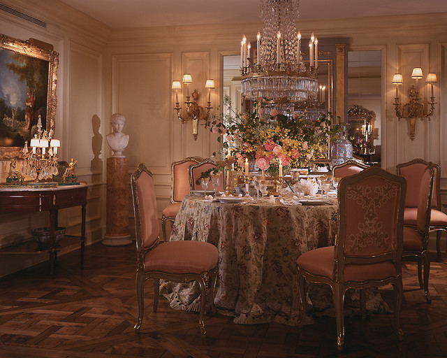 Delightful liaisons eubanks combines 18th century france for Update traditional dining room