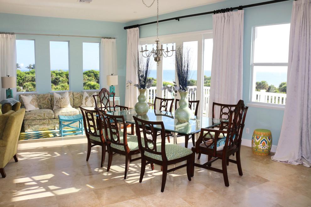 Dining room - dining room idea in Miami