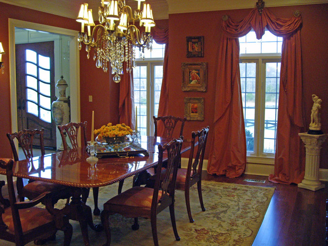 A red dining room is it right for your home for Traditional red dining room