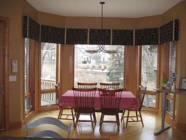 Dining room bay window treatments traditional dining for Dining room window treatments