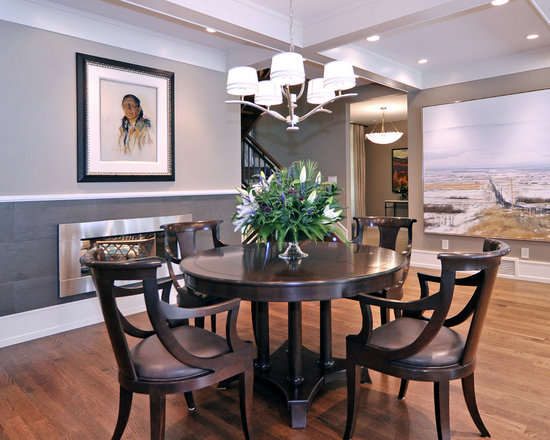 Two tone walls with chair rail basement reno ideas for 2 tone dining room colors