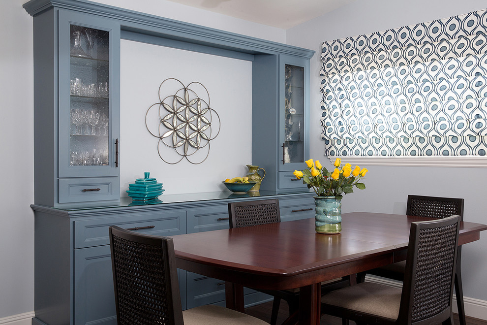 Inspiration for a mid-sized timeless dining room remodel in Los Angeles