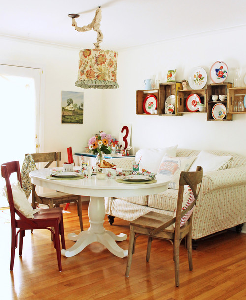 Flea market style a comfy fit for cottages aol finance for Eclectic dining room designs