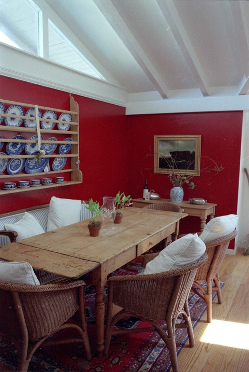 How to Decorate Around a Red Wall
