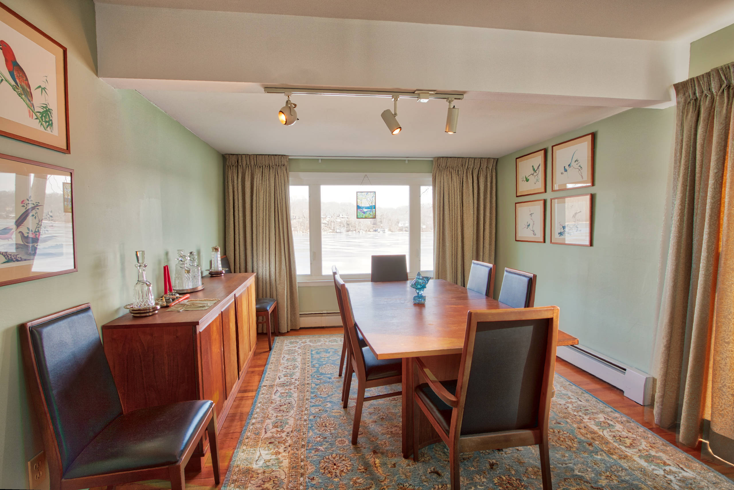 Dining Room In a Connecticut Lake House