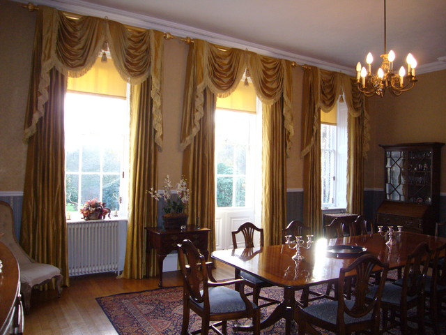 Dining room in georgian country house traditional for Georgian dining room ideas