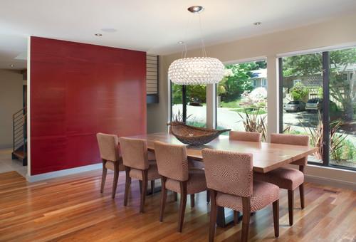 pared y muebles del comedor rojos