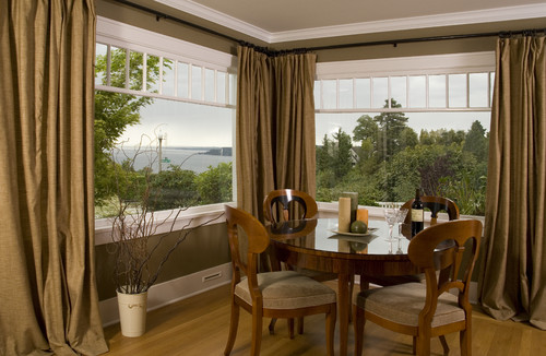 Did you use a corner curtain rod to get this look?