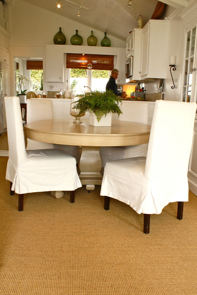 Inspiration for a timeless dining room remodel in Santa Barbara