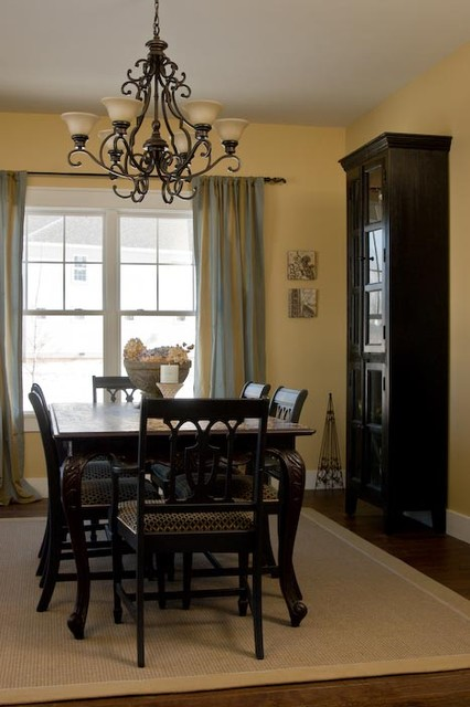 Dining room - craftsman dining room idea in Indianapolis