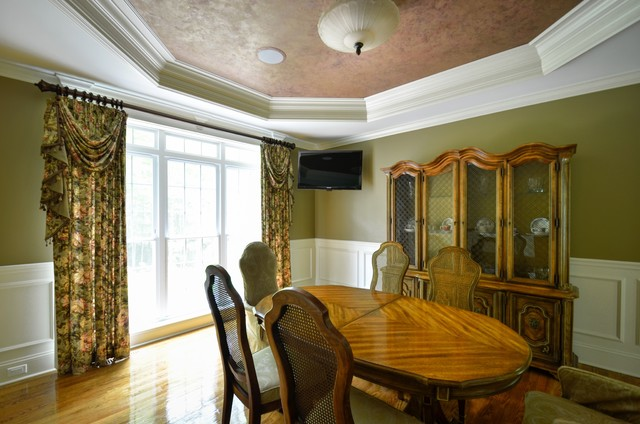 Dining Room Window With Panels Swags And Jabots Traditional Dining Room Other Metro By