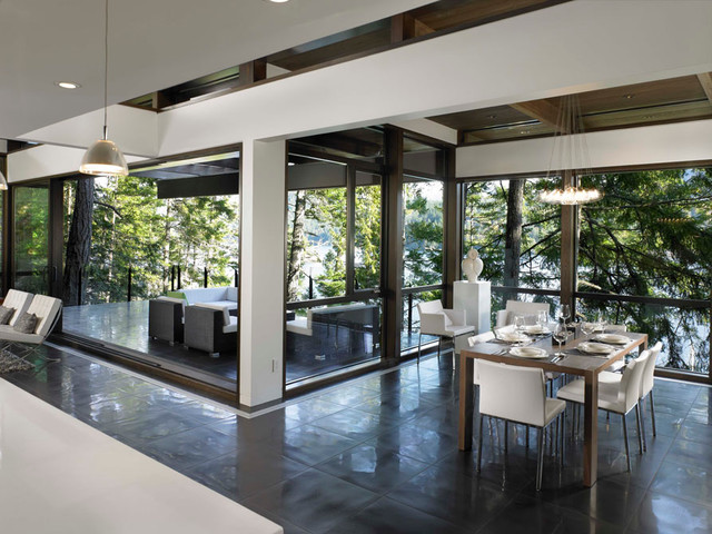 dinning room connected to kitchen and patio modern