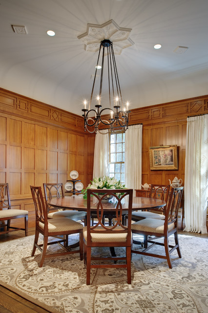 Distinctly English traditional dining room