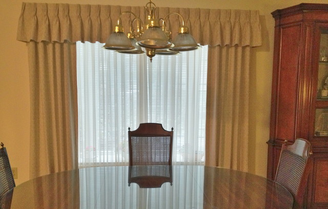 Draperies traditional-dining-room
