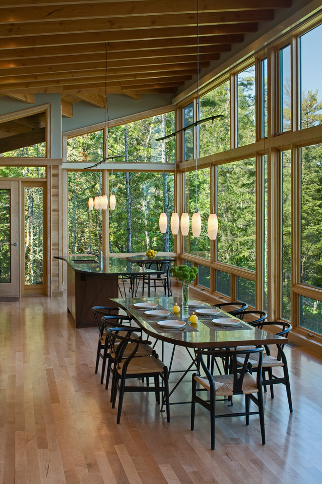 Small mountain style medium tone wood floor and beige floor kitchen/dining room combo photo in Seattle