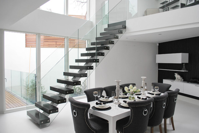 Superieur Elegant Middle Spine Staircase In Black And White Modern Dining Room