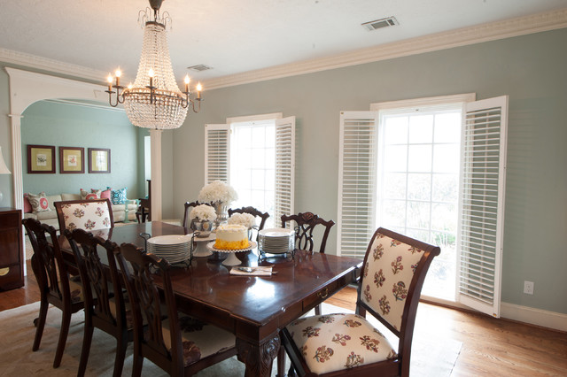 Elegant Southern Living Style Dining Room Traditional