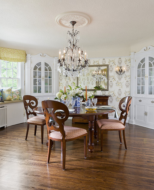 English Colonial traditional dining room