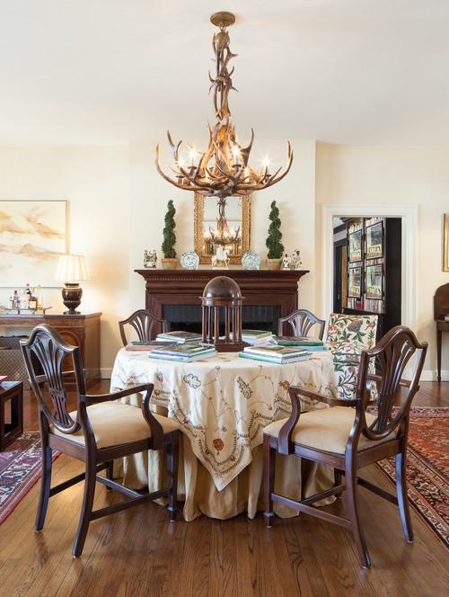antler chandeleir in traditionl design dining room