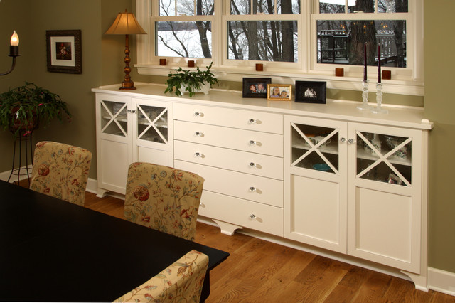Farmhouse cottage buffet farmhouse dining room for Built in dining room buffet ideas