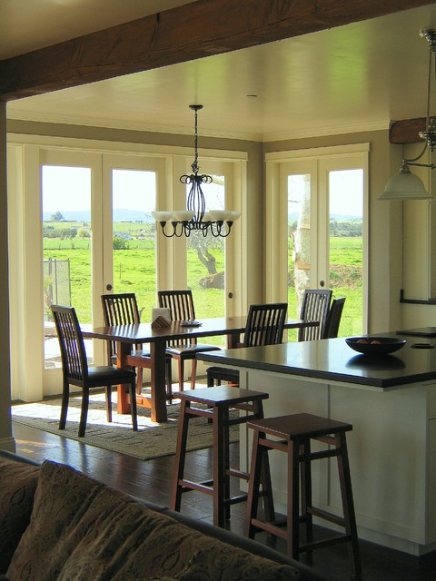 Farmhouse dining room traditional dining room