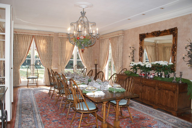 traditional dining room Finishing Touches- Junior League of Palo Alto-Mid Peninsula Holiday House Tour