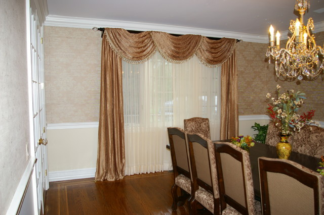Formal dining room window treatment traditional dining for Dining room window treatments