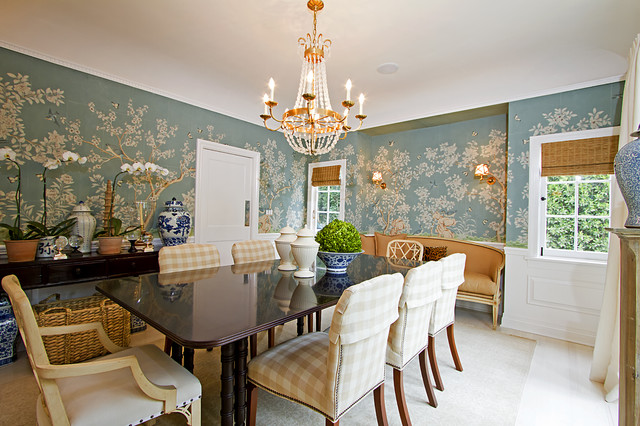 traditional dining room by Globus Builder