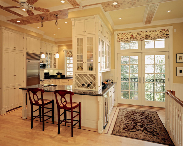 Haight-Ashbury traditional-dining-room