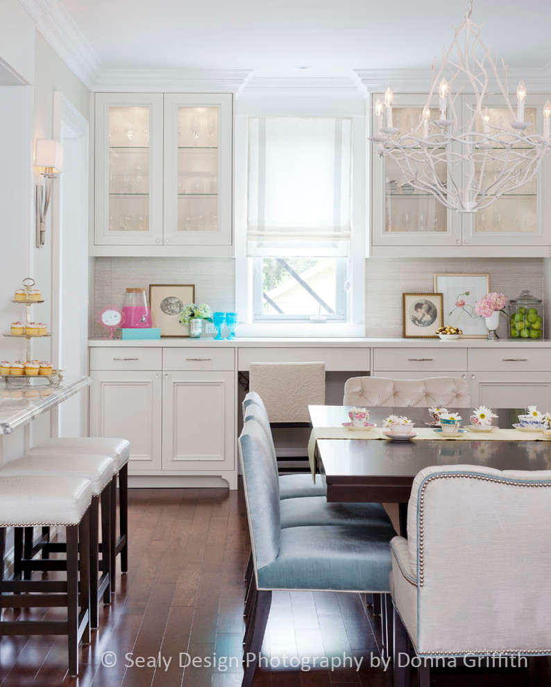 Example of a transitional dining room design in Toronto