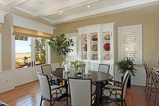 Hamptons Style traditional-dining-room