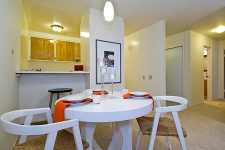 Heather Cleveland Design modern-dining-room