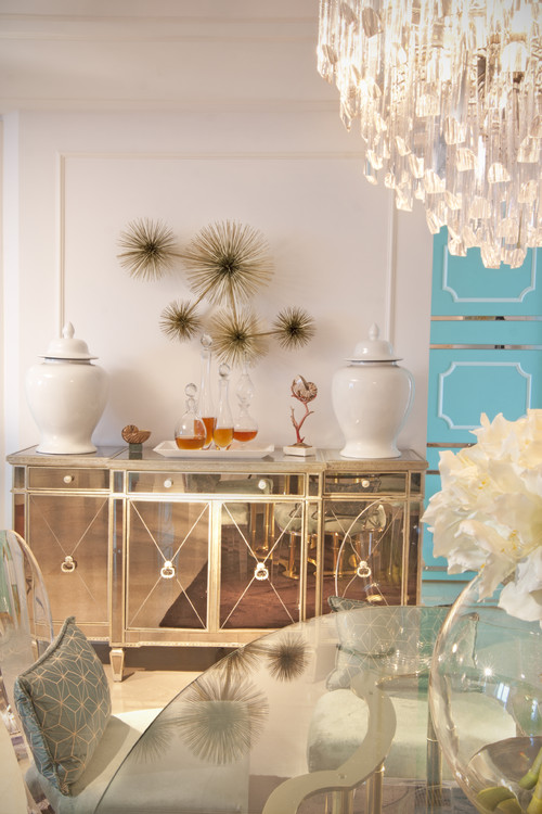 South floridian getaway inspired by old hollywood glamour for Glam dining room ideas