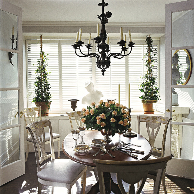 Home in Boston, Massachusetts traditional-dining-room