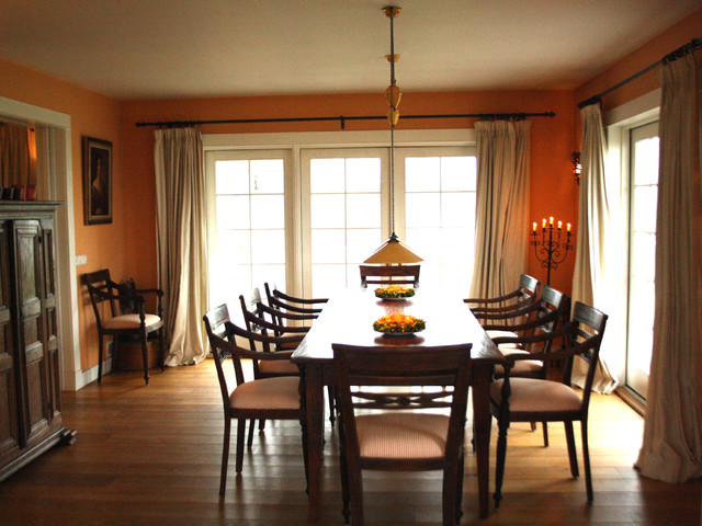 traditional dining room by Holly Marder