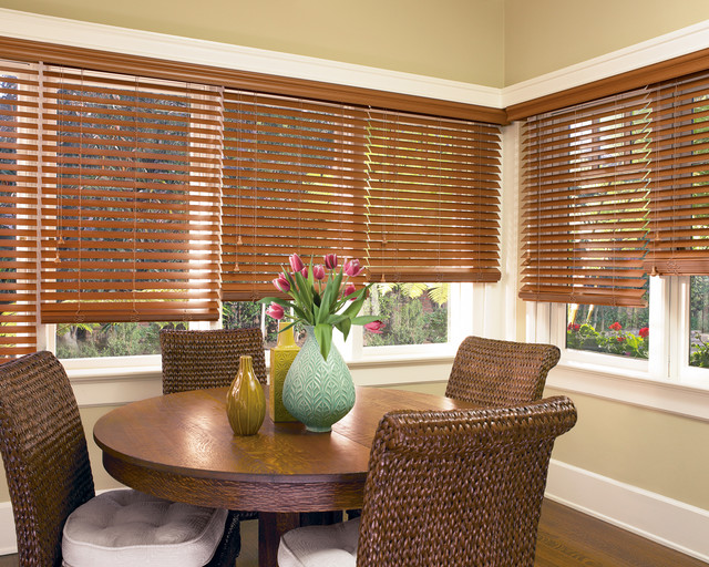 Hunter douglas casual living window treatments tropical for Dining room window treatments