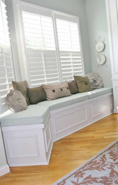 Decorating A Bedroom Wall With A Bench