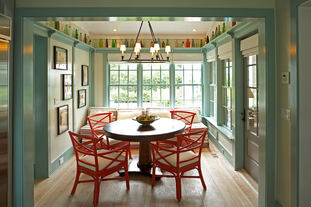 Idea cottage in the hamptons traditional dining room for Dining room decorating ideas with chair rail