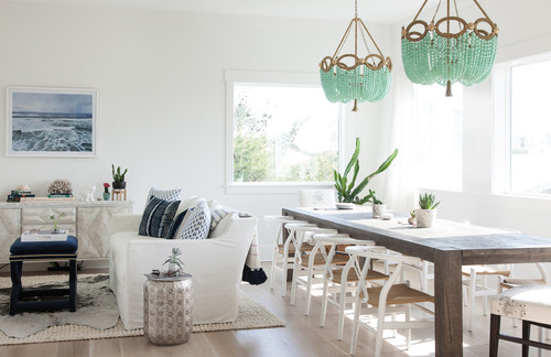 20 Bright & Beachy Dining Room Designs - Using natural elements inspired by the sea you can create a fun, joyful and bright space for entertaining and dining. | Heartenedhome.com #beachstyle #diningroom #breakfastnook #kitchendesign #beachhouse #Coastalkitchen #coastaldecor
