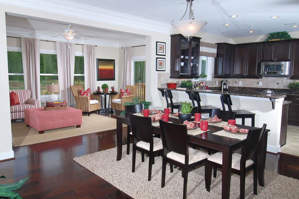 Dining room - traditional dining room idea in Austin