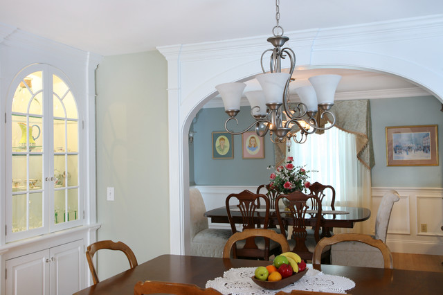 Inspiration for a timeless dining room remodel in Boston
