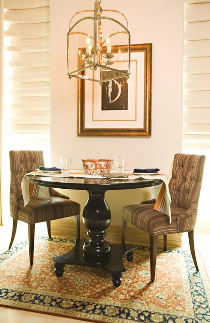 Example of a classic dining room design in Orange County